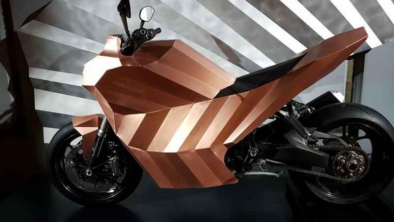 De Castelli moto en cuivre
